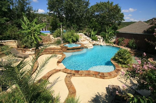 Choosing The Right Pool Shape For Your Texas Backyard Retreat